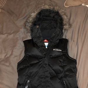 Columbia women's fur hooded insulated vest size XS